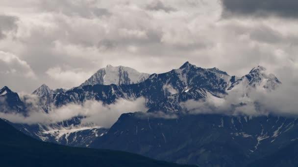mračna nad pohoří