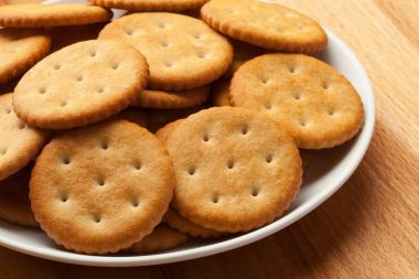 Crackers in bowl on table