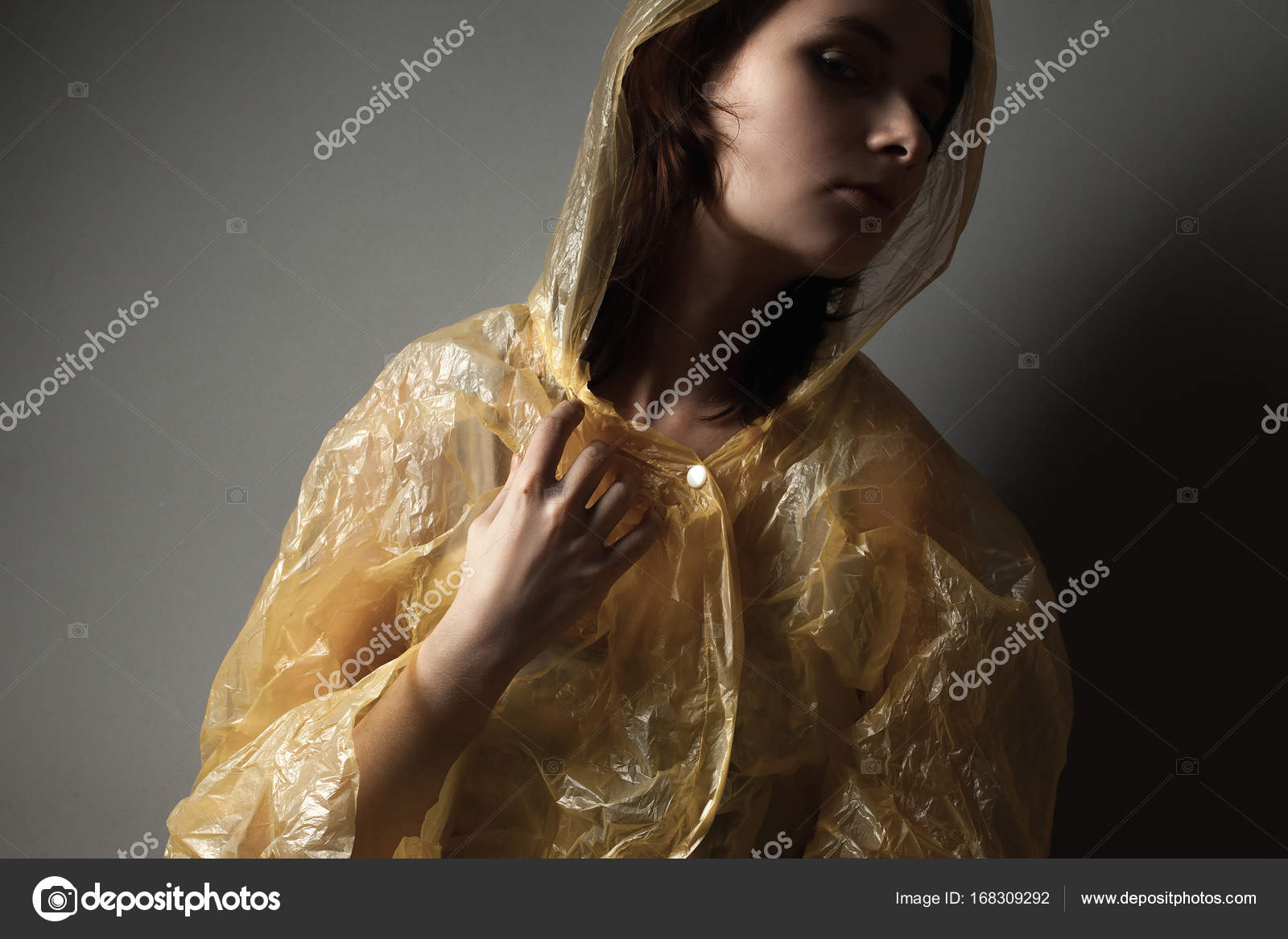 Im — Dima Junge © aslanian168309292 Frau Regenmantel Stockfoto cFKl1J