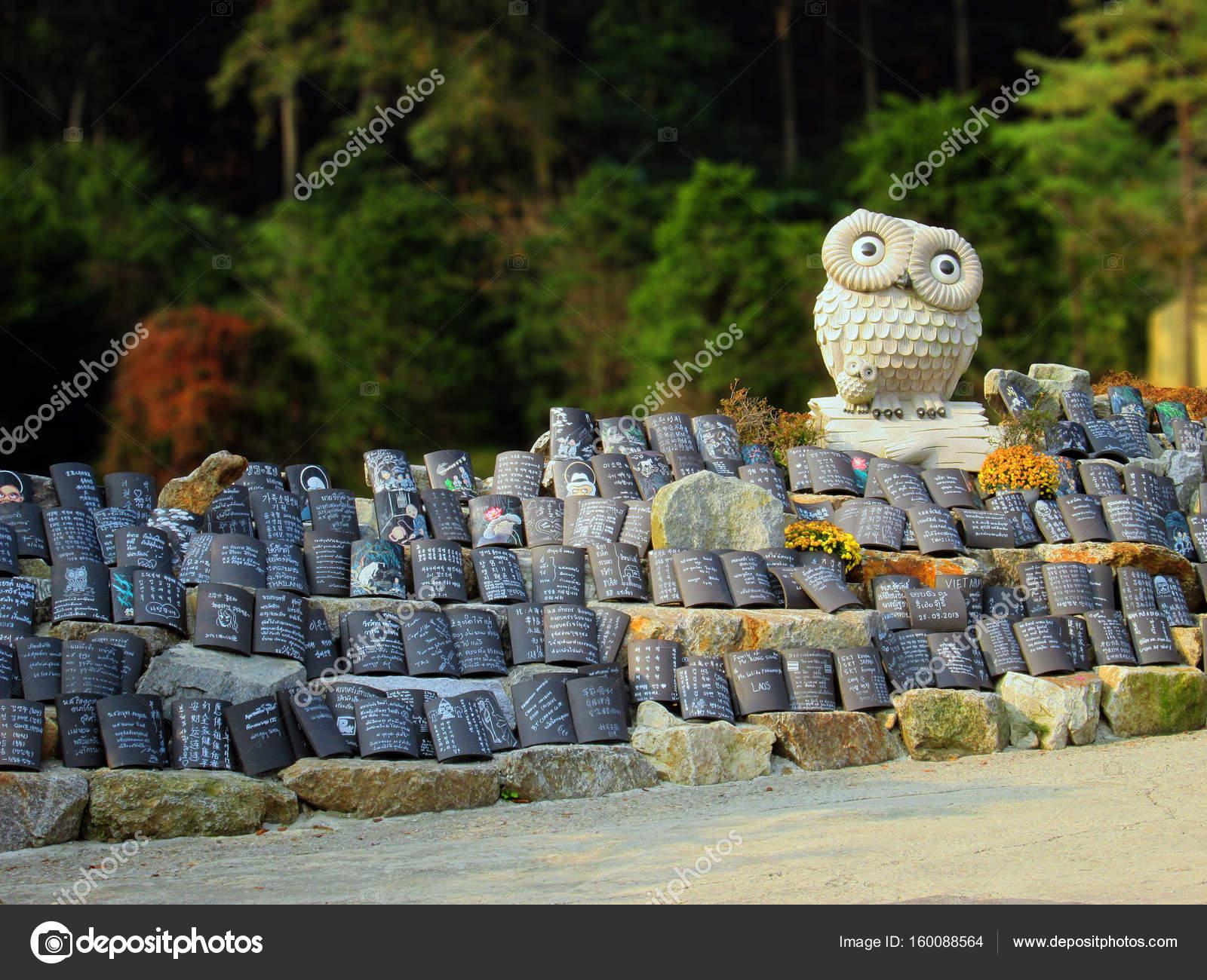 Yongin corea del sud gufi e piastrelle di preghiera al tempio di