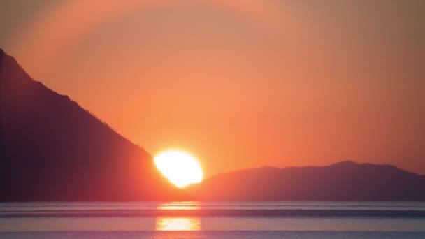 ProRes. Časová prodleva sluneční paprsky mraky pohledu Sunrise. Přepínač na šířku. Sibiř.