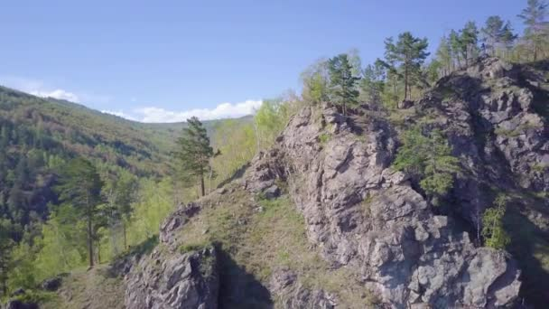 ProRes. Pobřeží jezera Bajkal a skály z leteckého pohledu. Krajina