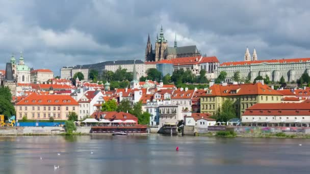 Praha v zamračený den, timelapse
