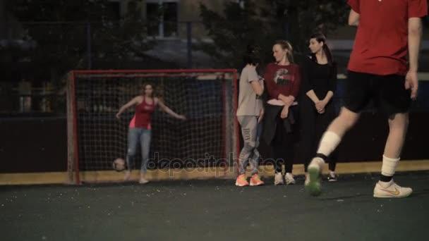Žena hrát fotbal. Ženské fotbalista