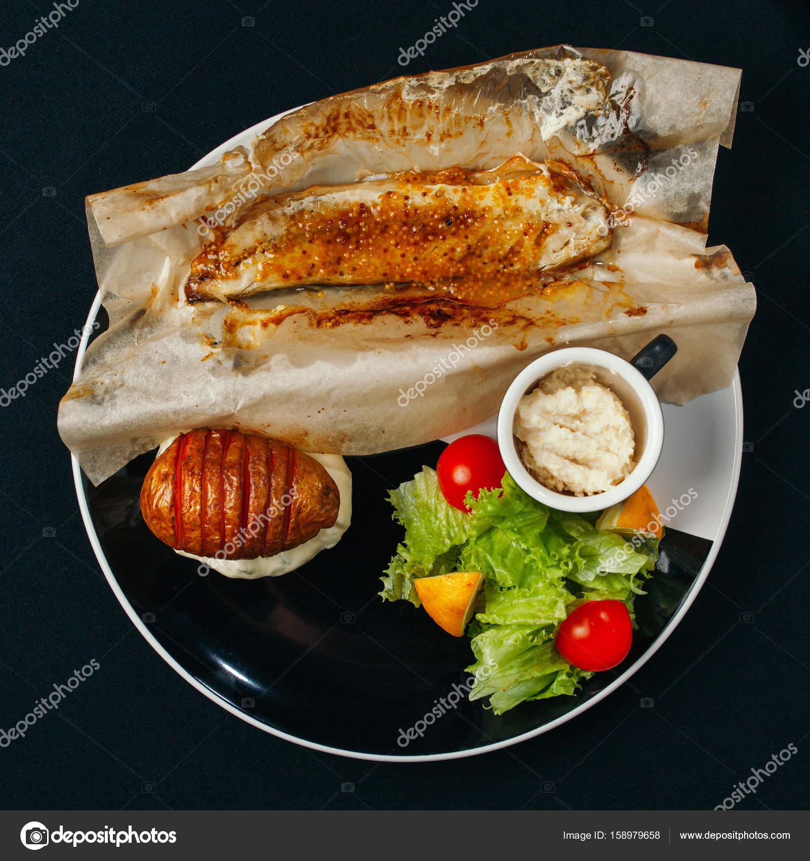 Diversi Piatti Con Pesce E Frutti Di Mare Sono La Base Di Una Dieta