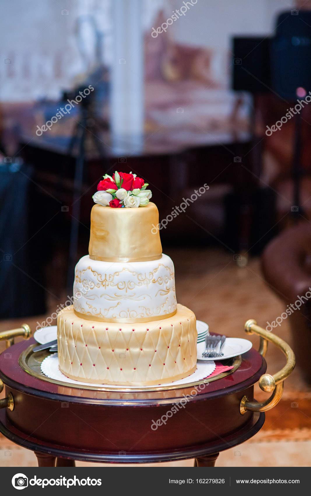 Grosse Goldene Hochzeit Torte Stockfoto C Laeda 162279826