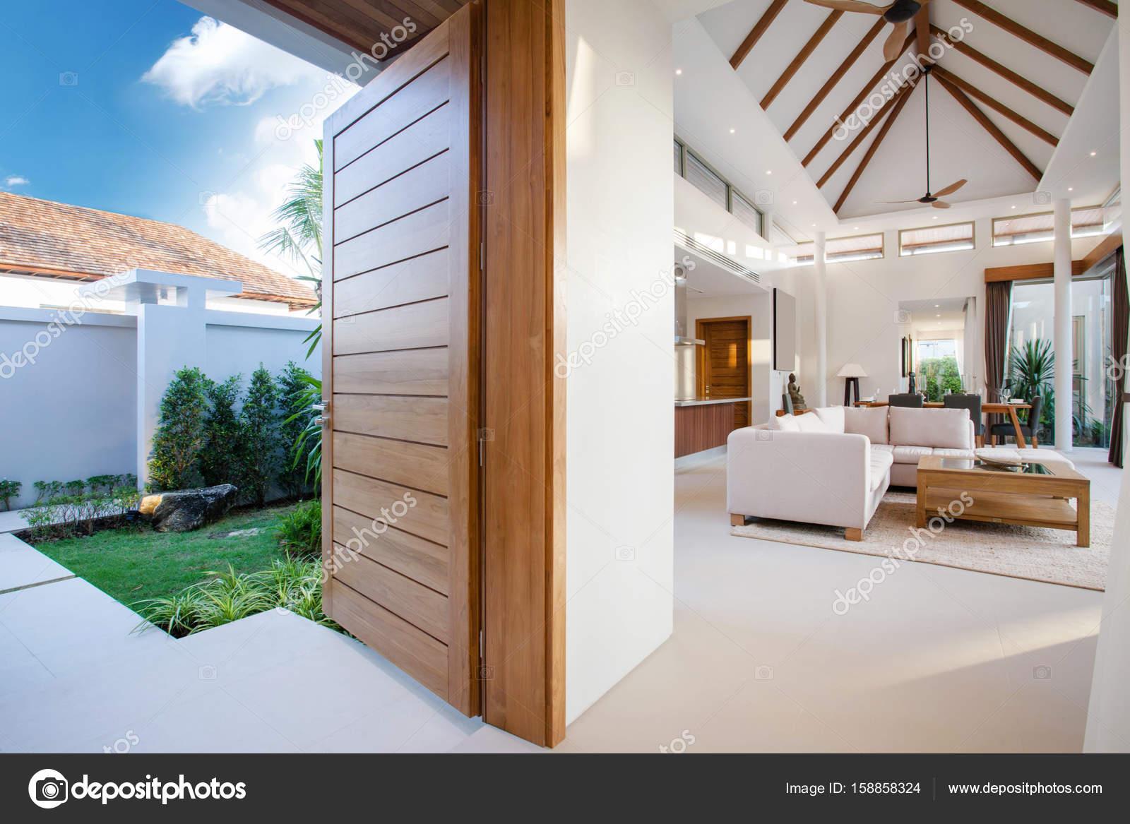 Pool design holz  Luxus Inneneinrichtung im Wohnzimmer der Villen mit Pool. Luftigen ...