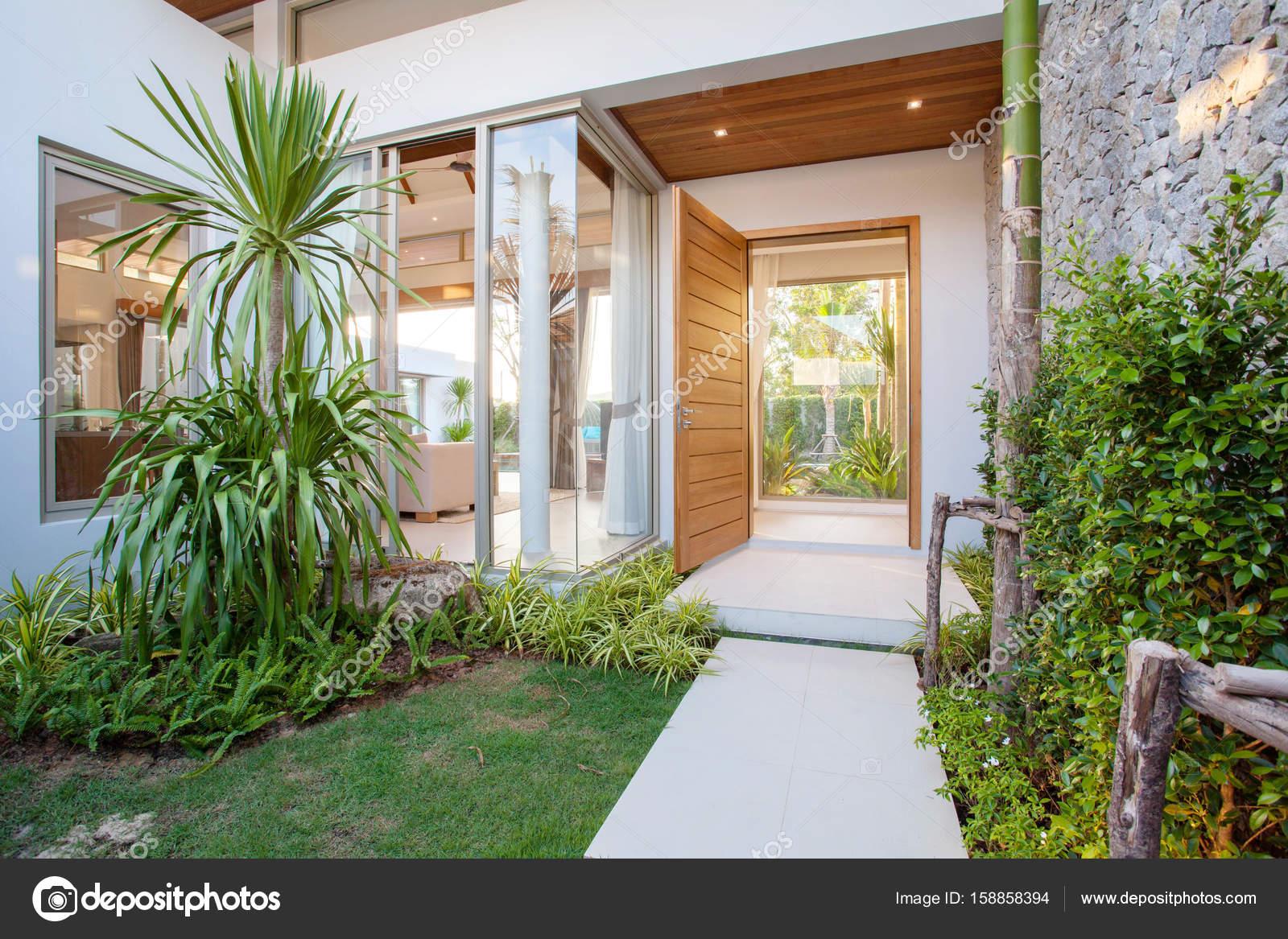 Flur-Haus-Innenarchitektur — Stockfoto © poyoky@gmail.com #158858394