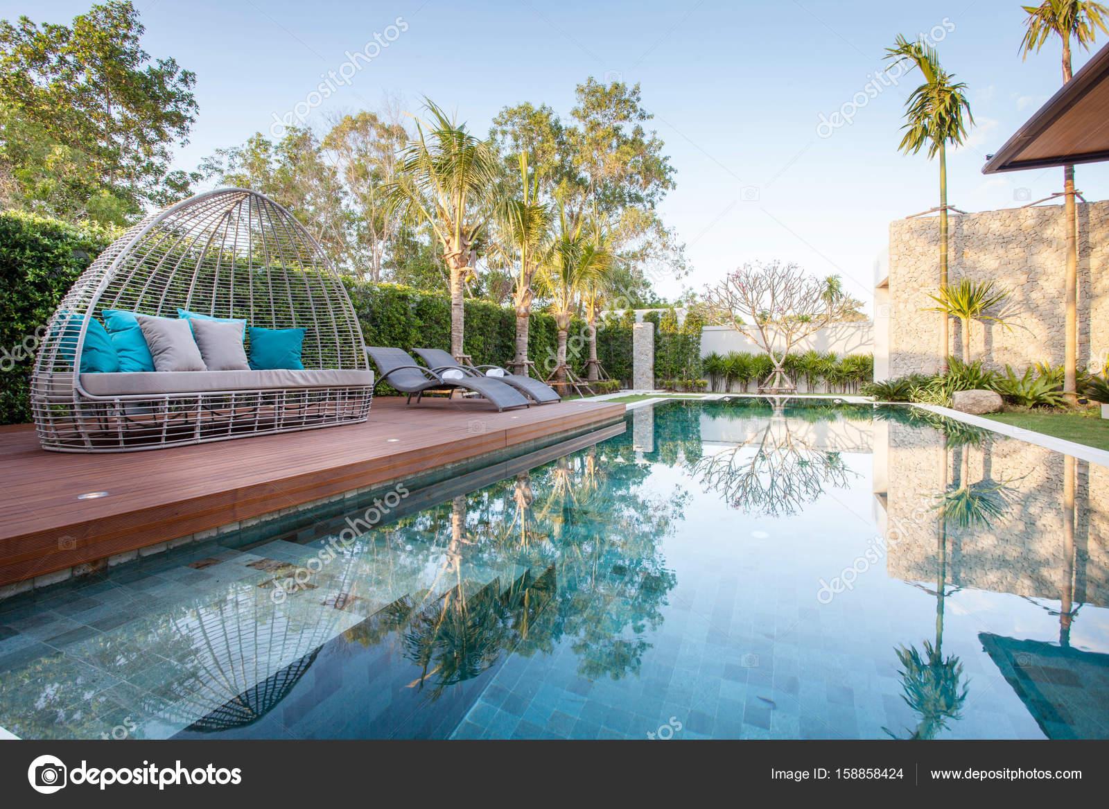 Interieur en exterieur design van villa met zwembad welke kenmerken