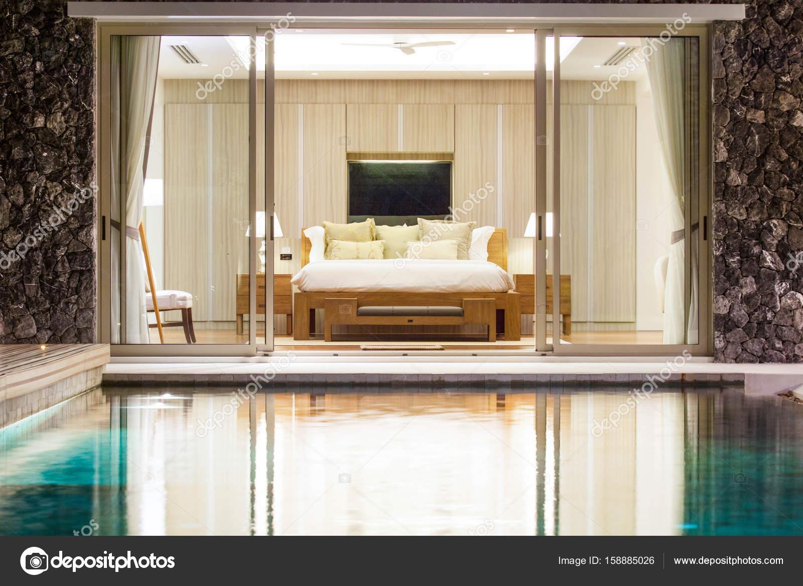 Lieblich Luxus Interieur Design Im Schlafzimmer Pool Villa Mit Gemütlichen Kingsize  Bett. Schlafzimmer Mit