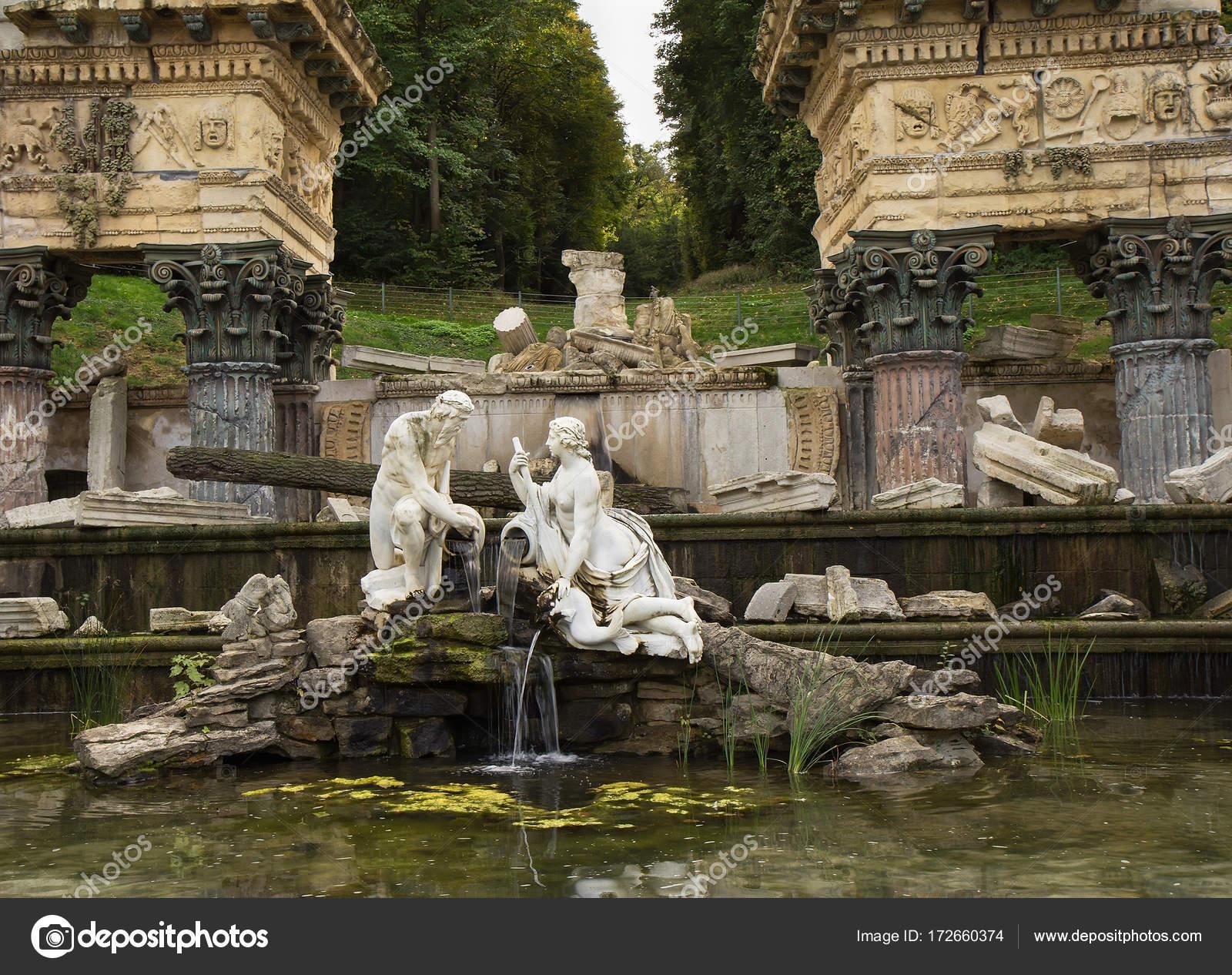 Roman Ruins fountain, Schonbrunn, Vienna. – Stock Editorial Photo ...