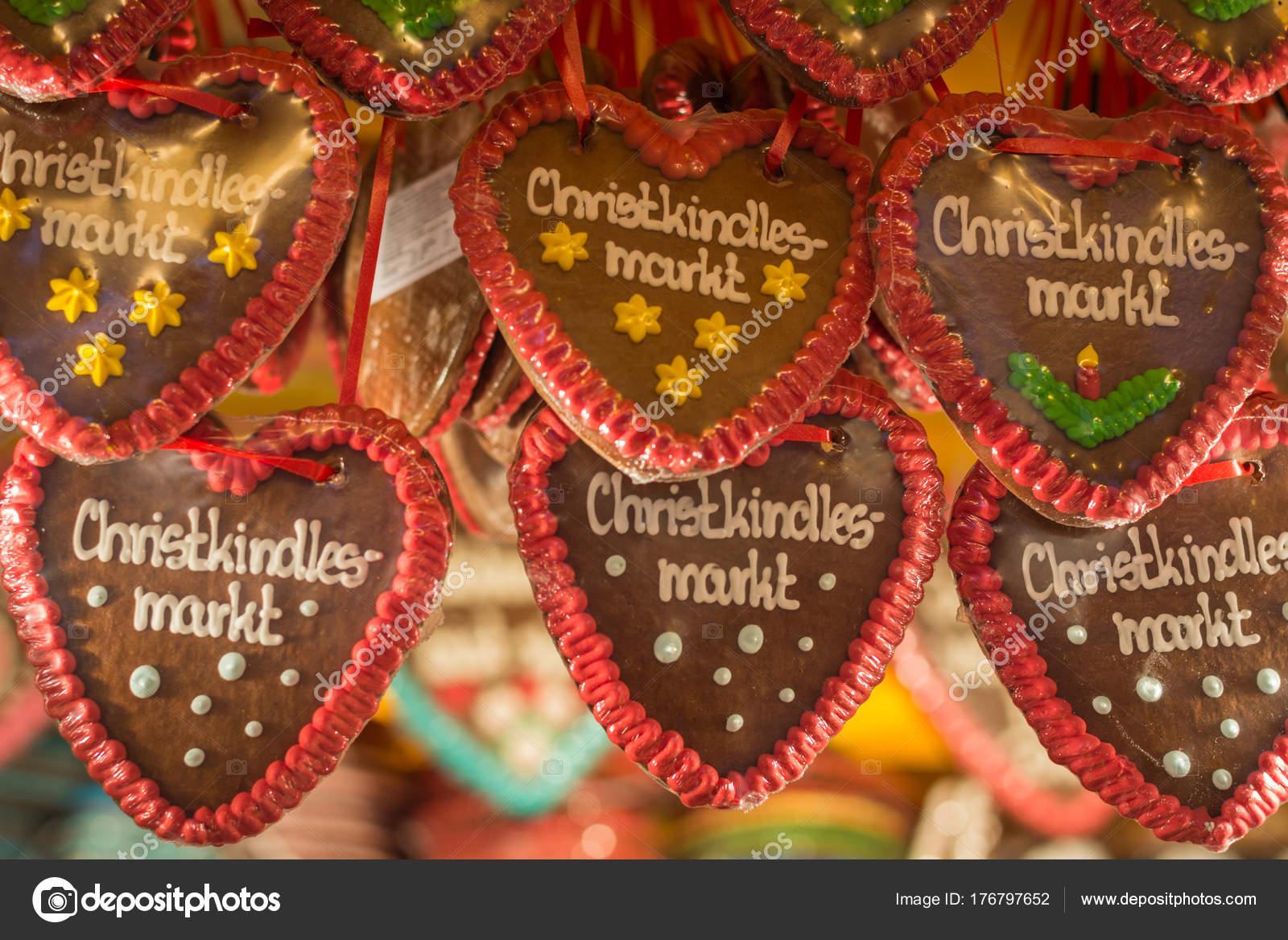 Peperkoek Hart Met Kerstmarkt In Duits Daarop Bij Een St Stockfoto