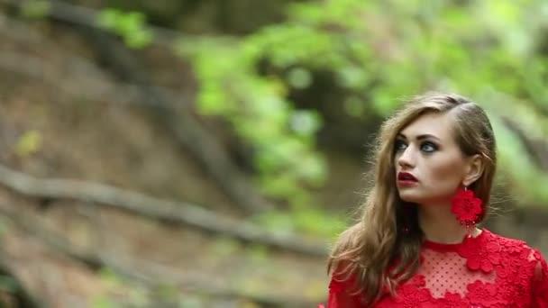 Žena fantazie ztratil v lese