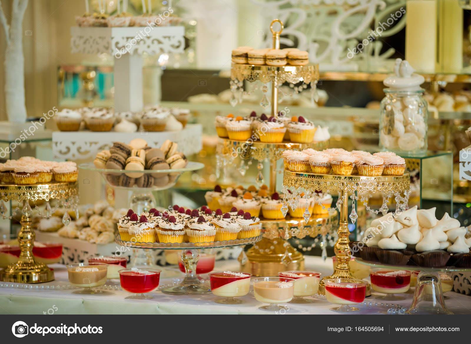 Leckere Sussigkeiten Auf Sussigkeiten Buffet Hochzeit Candy Bar