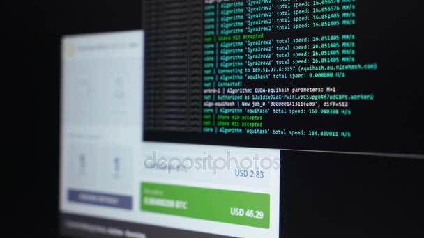 Binární počítačový kód. Těžba kryptoměn program procesu na monitoru Pc. použití softwaru. Podíl Nalezeno