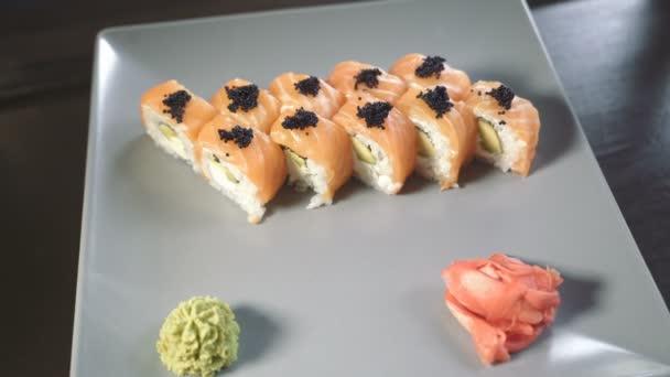 Suši rolích Philadelphia s lososem. Sushi menu. Japonské jídlo