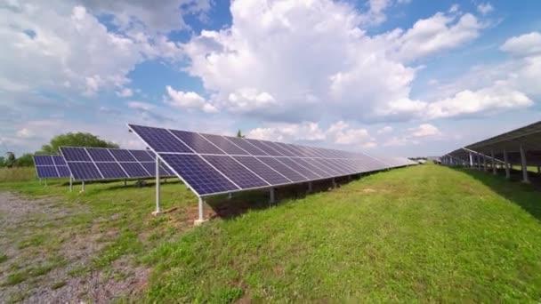 Fotovoltaikus erőmű. Megújuló napenergiát használó erőmű