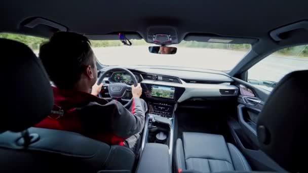VINNITSA, UKRAINE - září 2019: Elektrické SUV vozidlo Audi E-Tron. Zobrazení detailů interiéru s ovládacími prvky