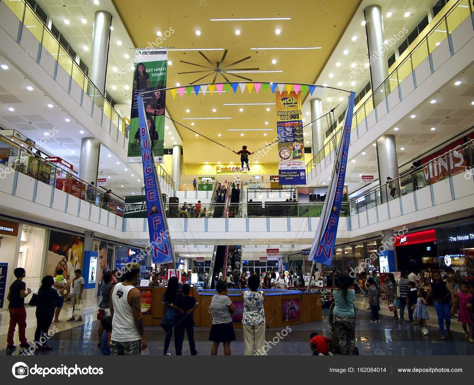 2991125cc2 Áruházak és boltok belül az Sm City Masinag –Editorial Stock Fotó ...