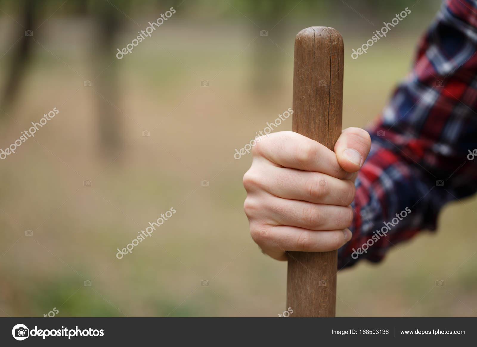 4b47b417c848 Aislado cerca imagen de pala madera mango y srong pulsera de hombre ...