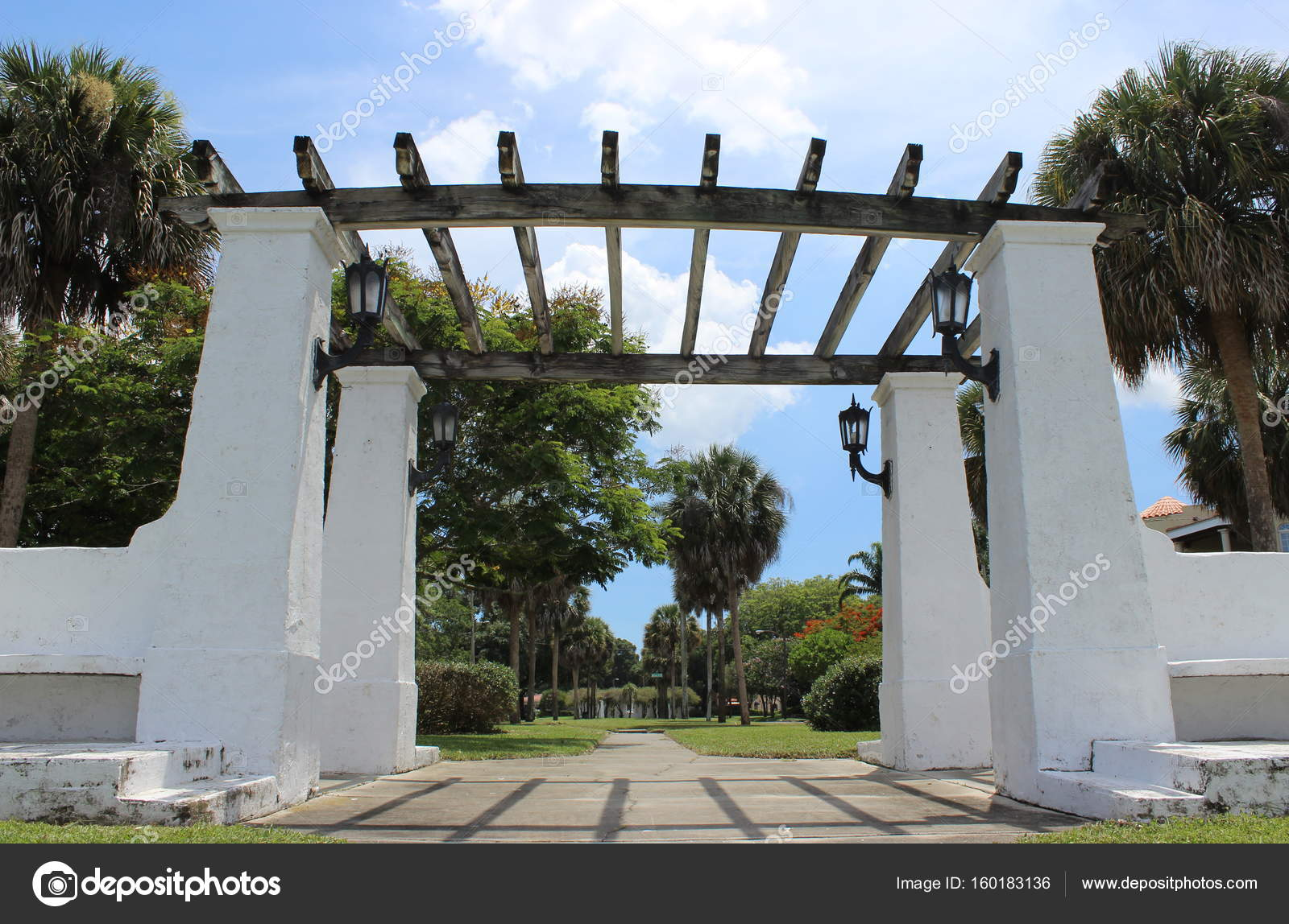 Gateway di pergolato di florida u foto stock daylyproductions