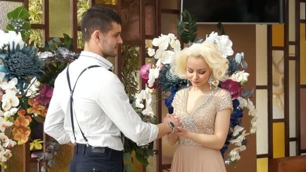Agli sposi novelli. Sposo e sposa. Sposi novelli sposato. Appena sposato
