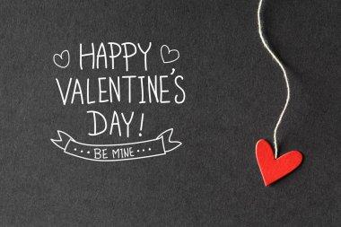 Kağıt kalpleri ile Sevgililer günü mesajı