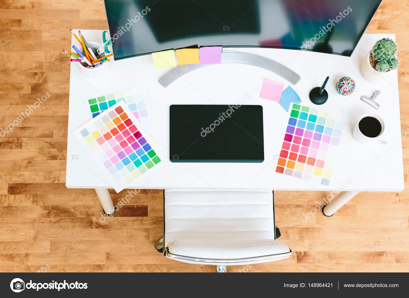 Bureau de travail pour graphiste u2014 photographie melpomene © #148964421