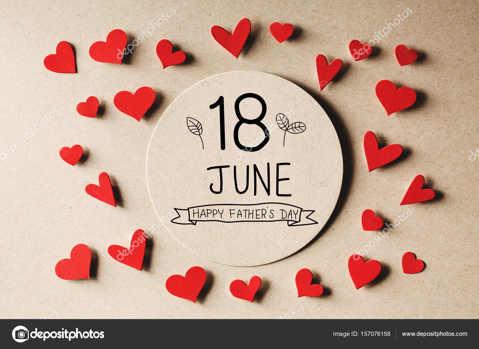 18 June Happy Fathers Day message with handmade small paper hearts — Photo  by Melpomene