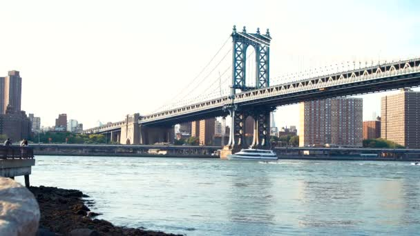 Manhattan most přes řeku East River v New Yorku