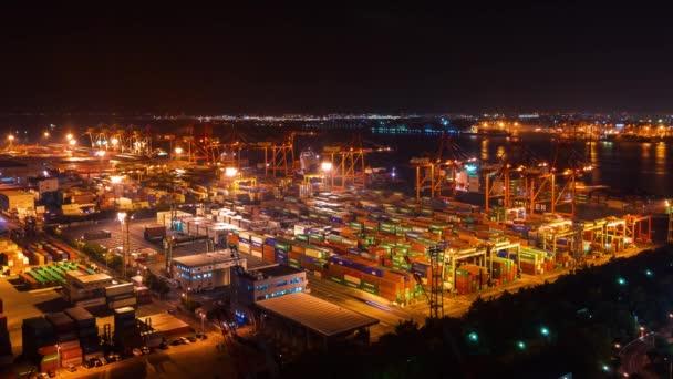 Časosběr z Tokia lodní přístav s nákladem kontejneru