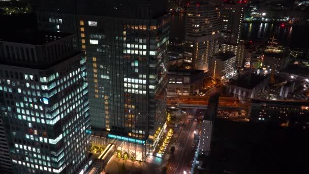 Tokió éjszakai Hamamatsucho közelében