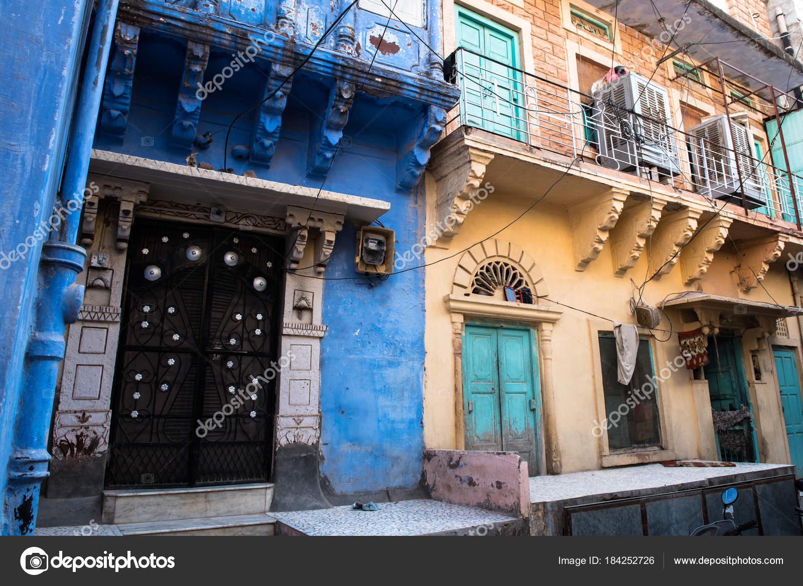 Case tradizionali indiane con pareti colorate foto stock for Case tradizionali