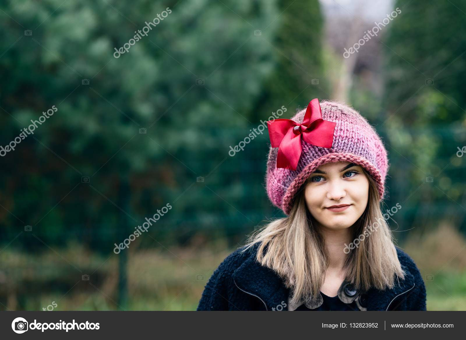 84f0e68ee9de Thoughtful young woman in woolen cap — Stock Photo © djedzura  132823952
