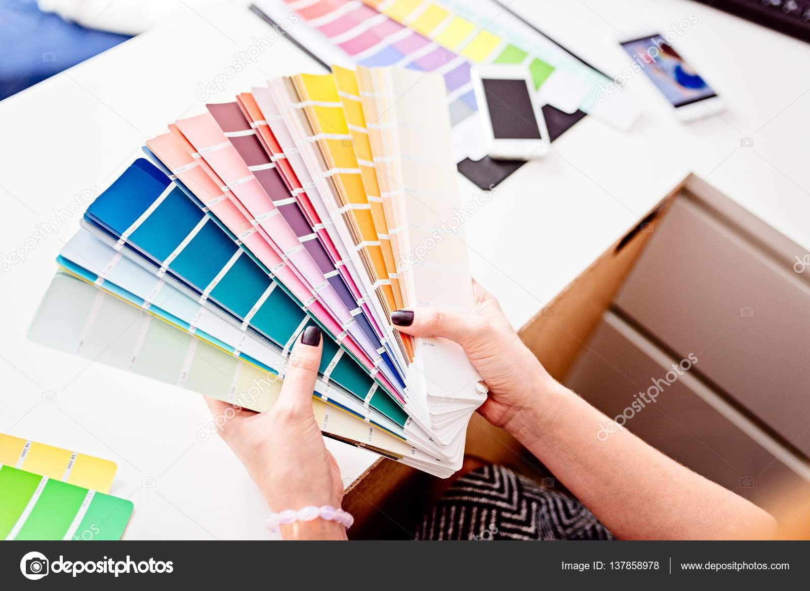 Woman Designer Or Architect Choosing Color U2014 Stock Photo