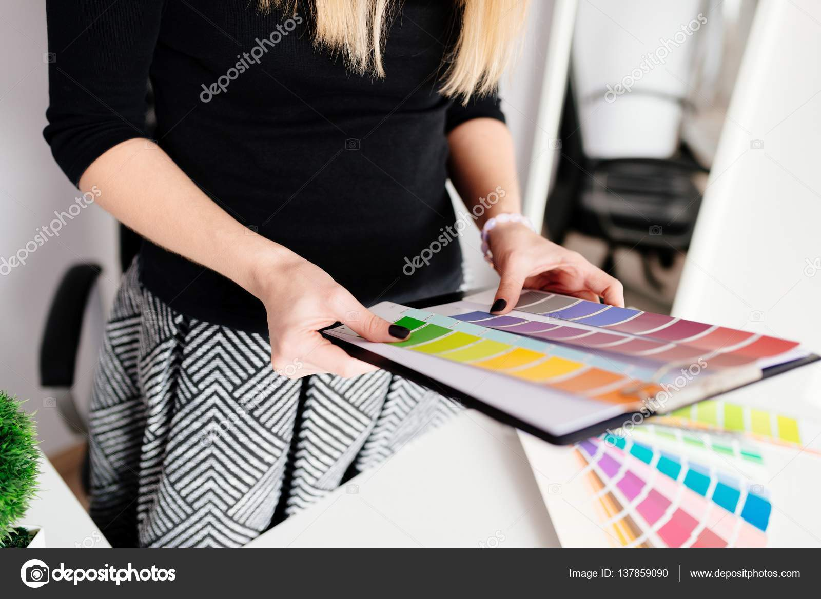 Captivating Woman Designer Or Architect Choosing Color U2014 Stock Photo