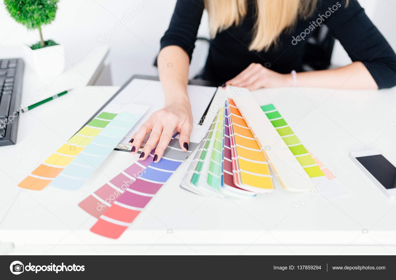 High Quality Woman Designer Or Architect Choosing Color U2014 Stock Photo