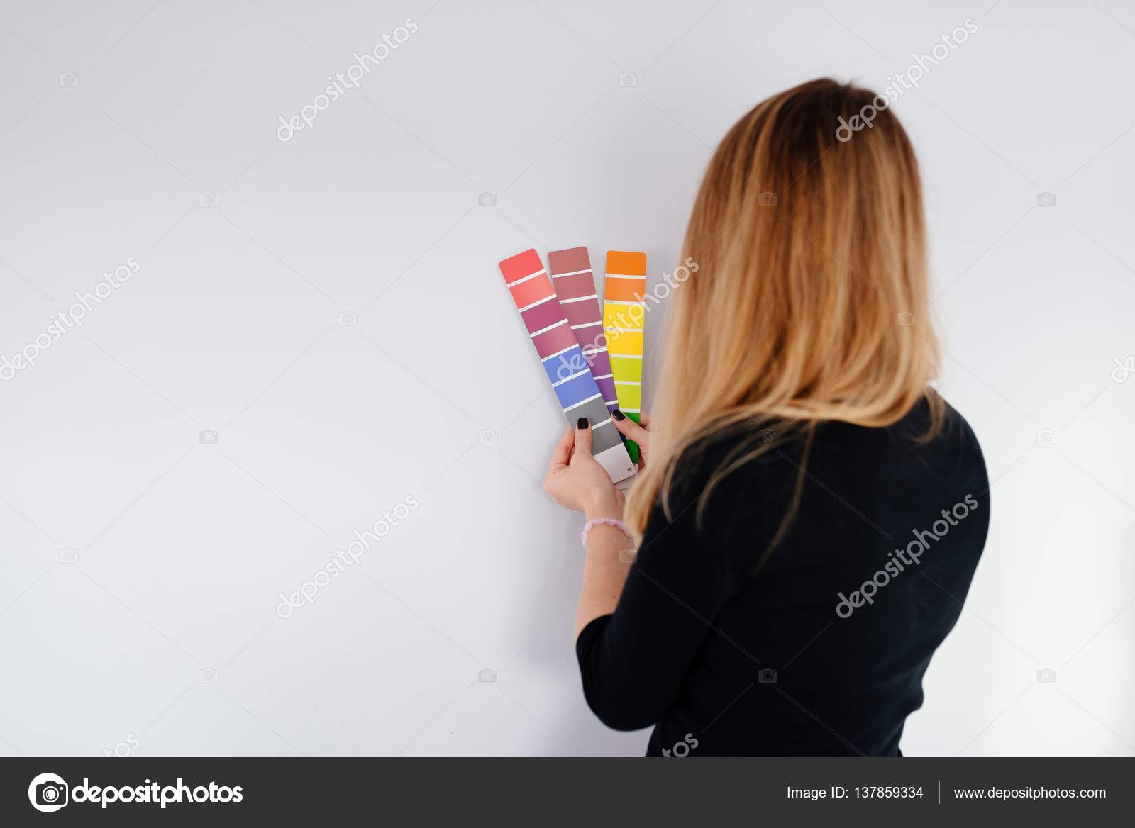 Woman Designer Or Architect Choosing Wall Color U2014 Stock Photo