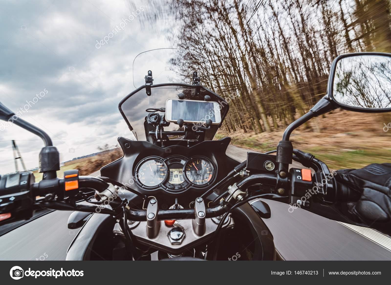 Conduire moto route