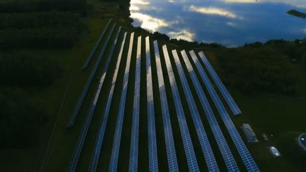 Letu vpřed přes solární fotovoltaické farmy