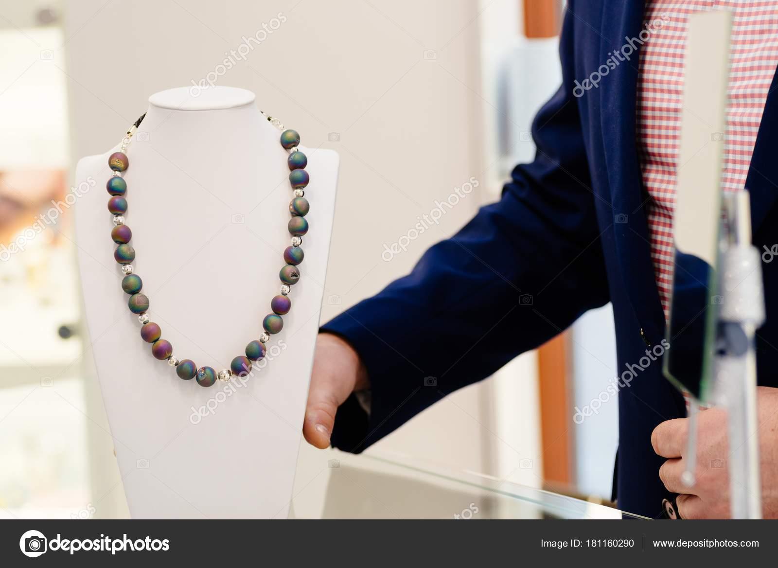 Achat Stein Luxus Halskette Stockfoto C Djedzura 181160290