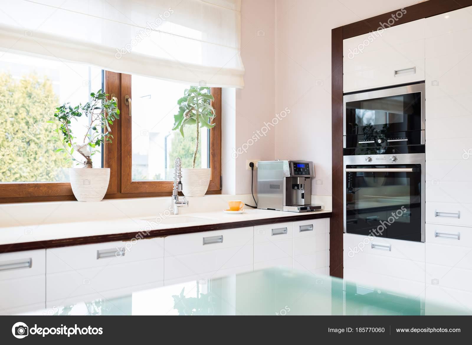 Modern House Kitchen With White Wooden Furnitures U2014 Stock Photo