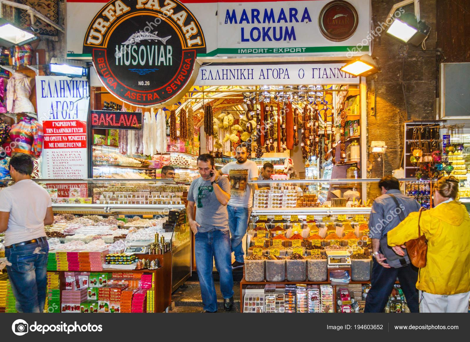 8753046d9f Loja no bazar das especiarias — Fotografia de Stock Editorial ...