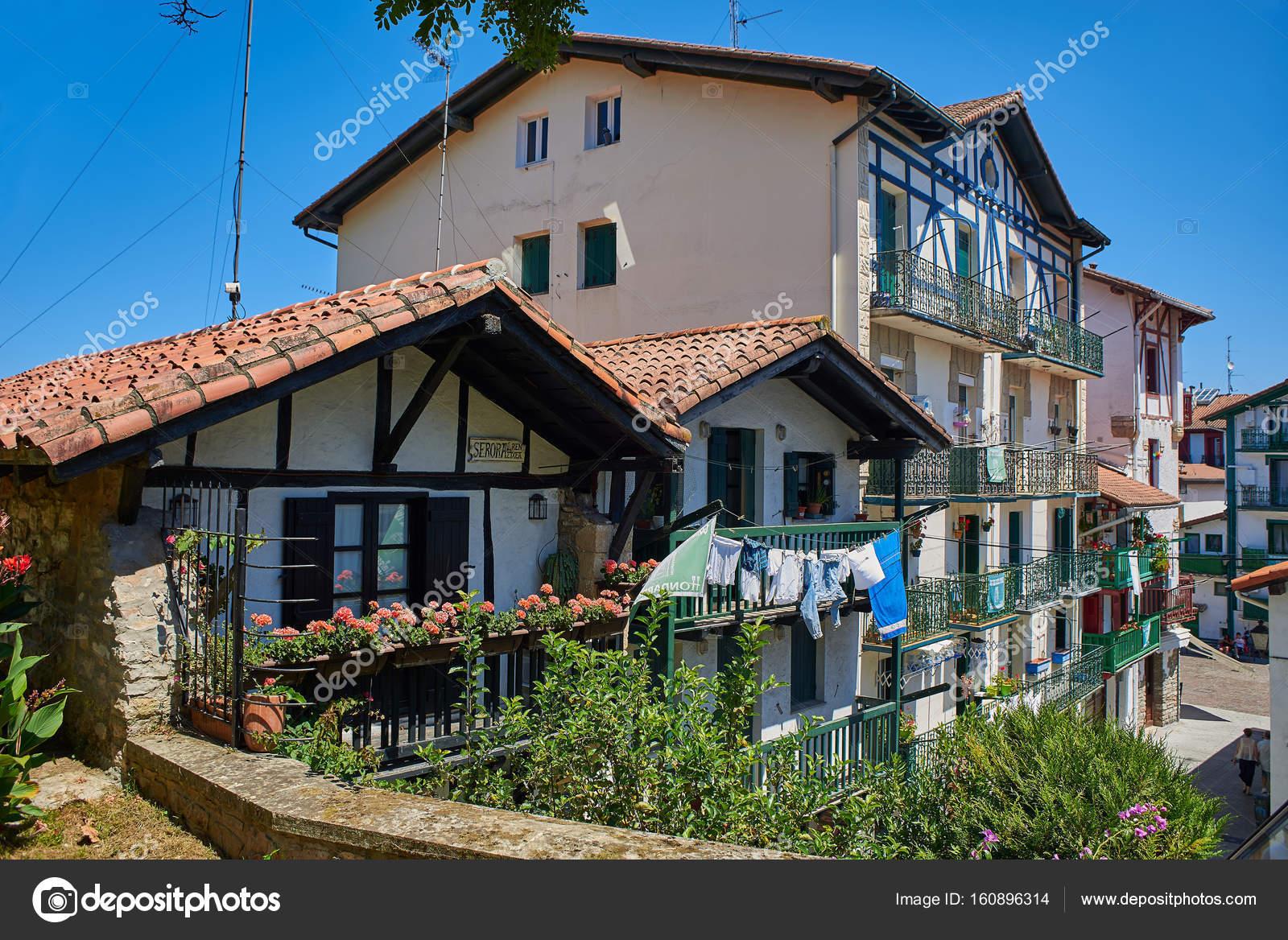 Casas antiguas de hondarribia gipuzkoa pa s vasco espa a foto editorial de stock - Casas pais vasco ...