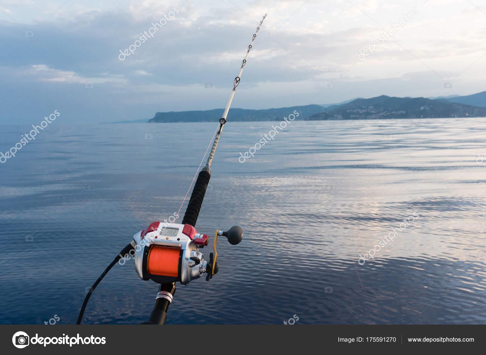 Fiskekort krävs för att fiska i Sövdesjön.