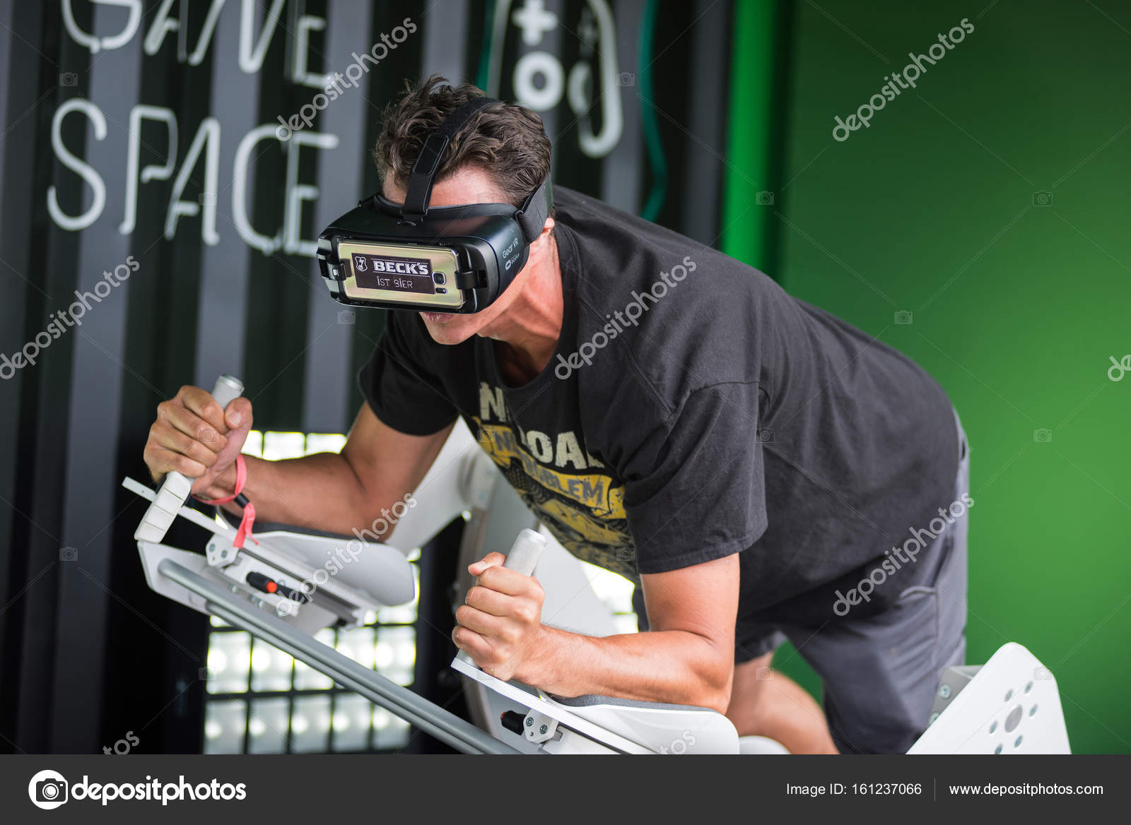 df84d7292e9 Guy using Samsung virtual reality headset