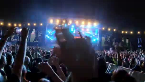 Bontida, Romania július 18, 2019: American rap rock band Limp Bizkit előadja a Nookie dalt egy élő koncerten az Electric Castle fesztiválon