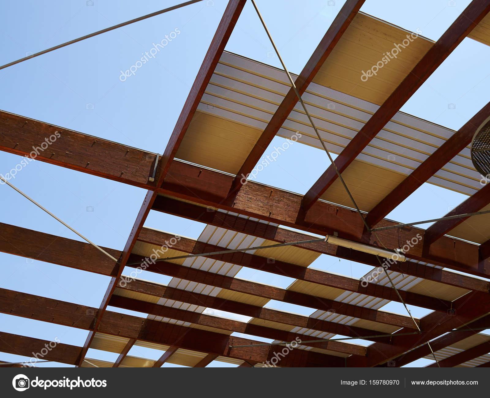 Modernes Design Pergola Laube gemacht, Holz und Metall — Stockfoto ...