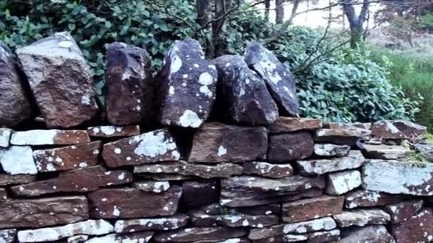 stará kamenná zeď