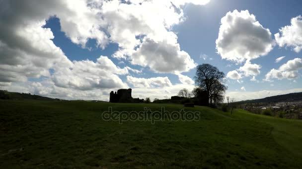 Kendal Castle con la città di Kendal visibile dietro